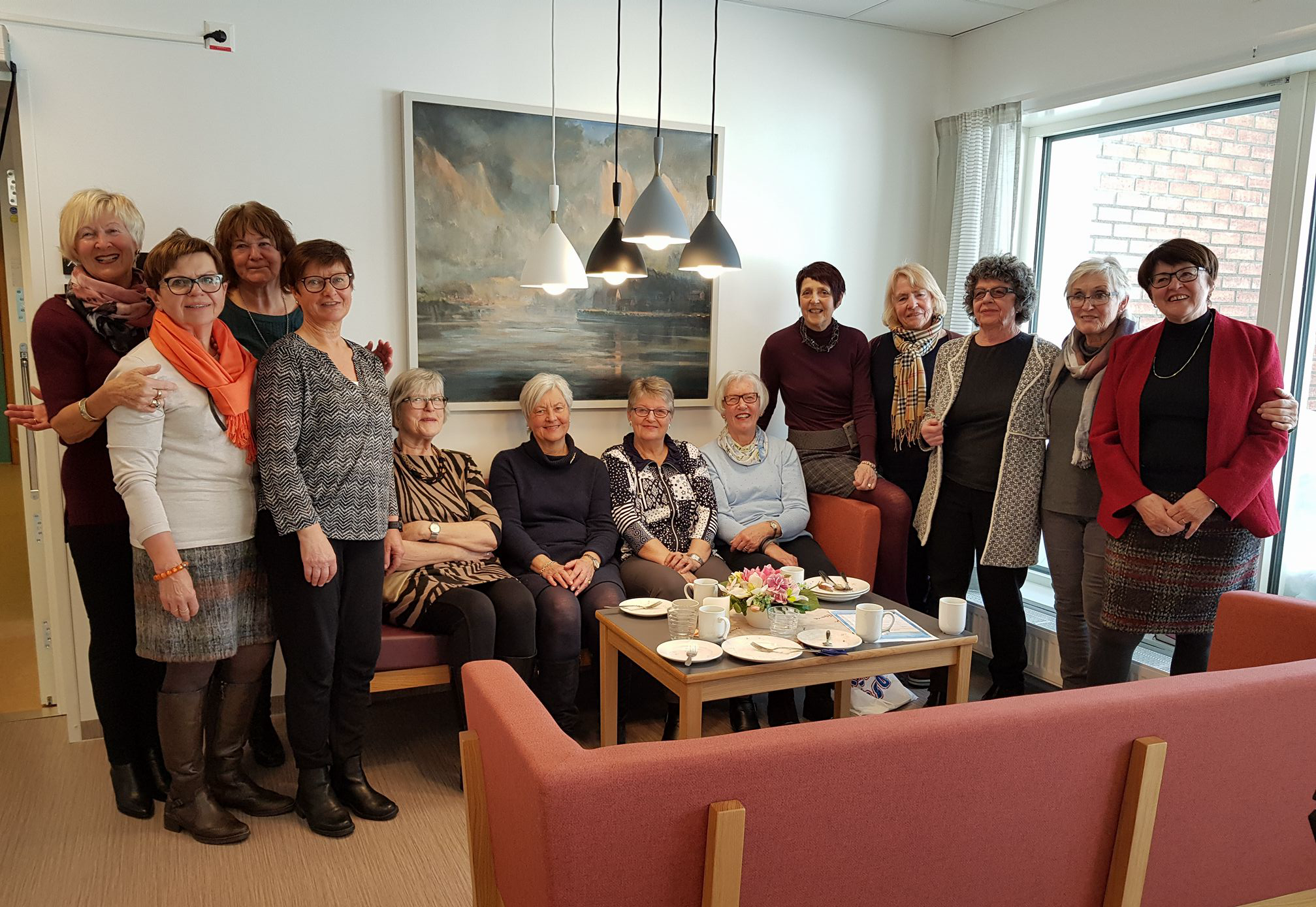 Bygdekvinner fra Vardal laget kakefest.