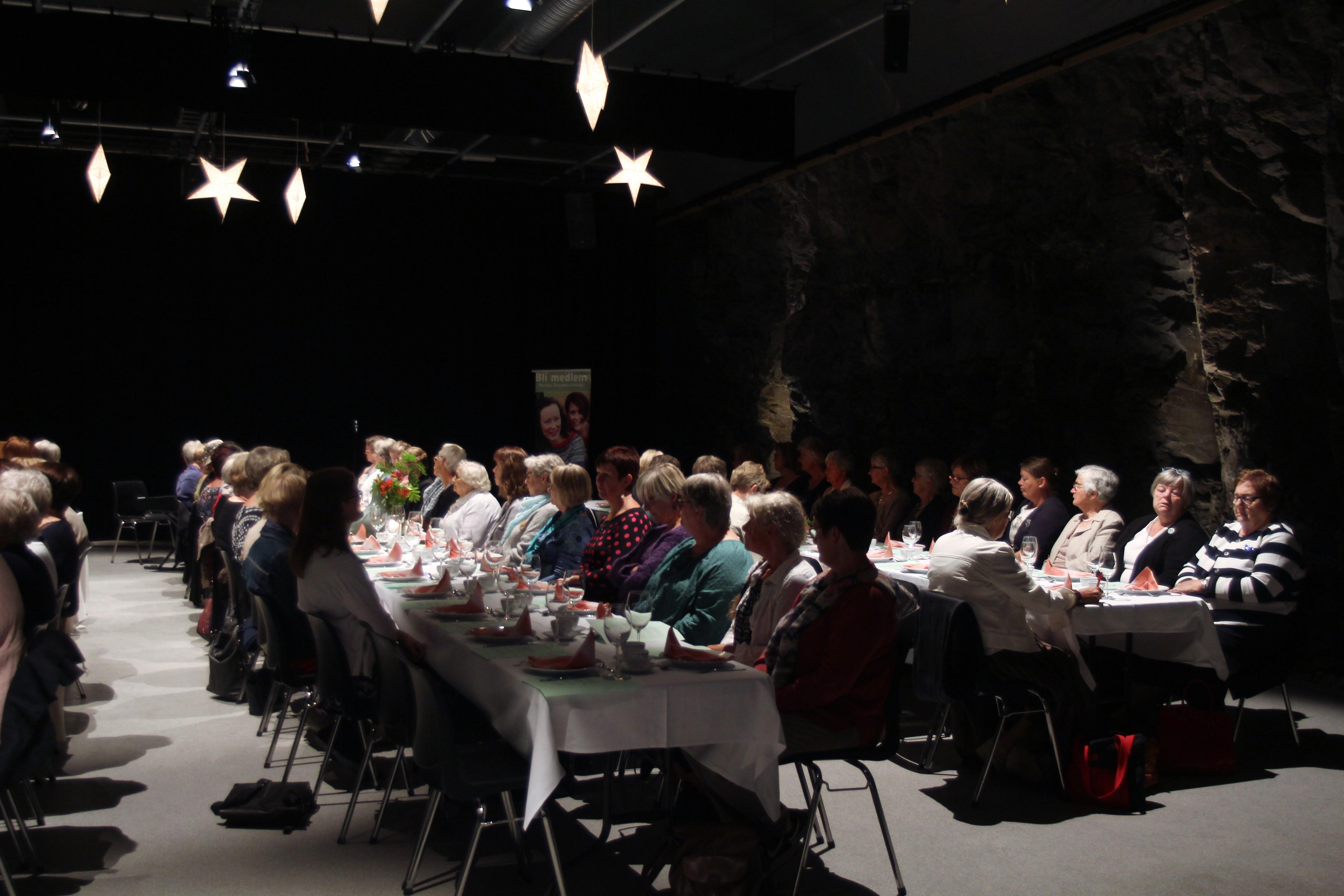 Over 70 damer på plass i Berghallen!
