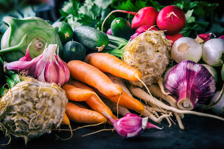 Vi må ta vare på og øke norsk matproduksjon. Forbrukerne må ha tilgang på variert, trygg og sikker mat. Vi må sørge for at barn og eldre får næringsrik og god mat. Foto: Shutterstock.